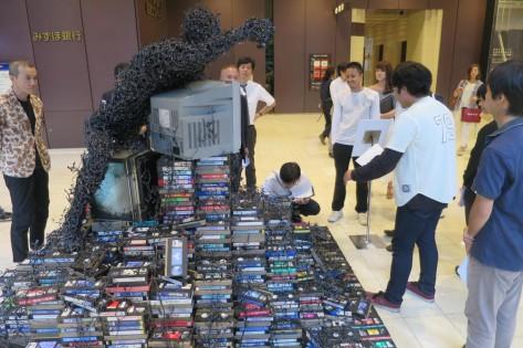 日本工業大学「テープ人間」