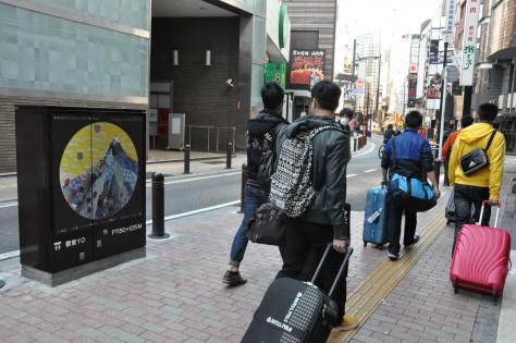 ま 歌舞伎町アート・プロジェクト 通行人+景色